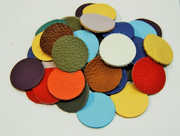 Leather circle x10, 2,5cm, mixed colors
